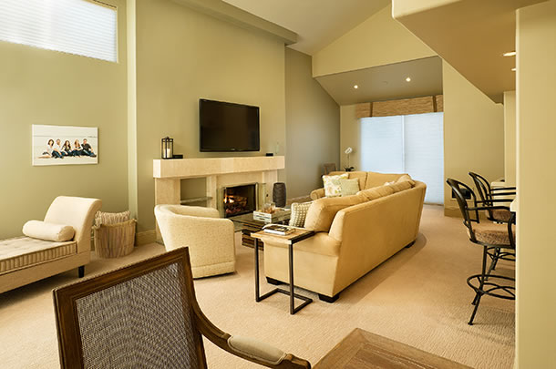 Mission Bay Condo, San Diego, living rooom - large image