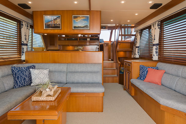 Yacht living room - large image