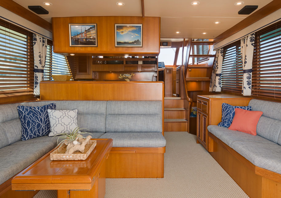 Yacht living room - x-large photo
