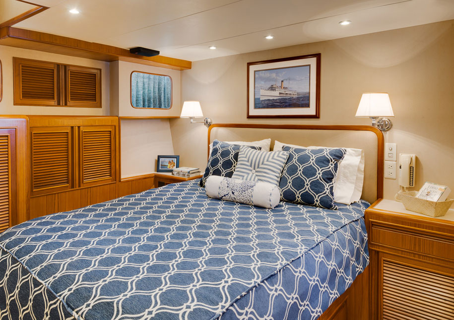 Yacht bedroom - x-large photo